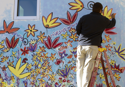 Andy Saczynski puts the finishing touches on his donated artwork at NWFSC. Lori Ceier/Walton Outdoors
