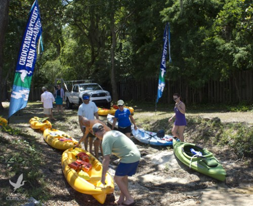 Paddlers prepare to take off on the Choctawhatchee Bay from Kellogg Bayfront Park. Lori Ceier/Walton Outdoors