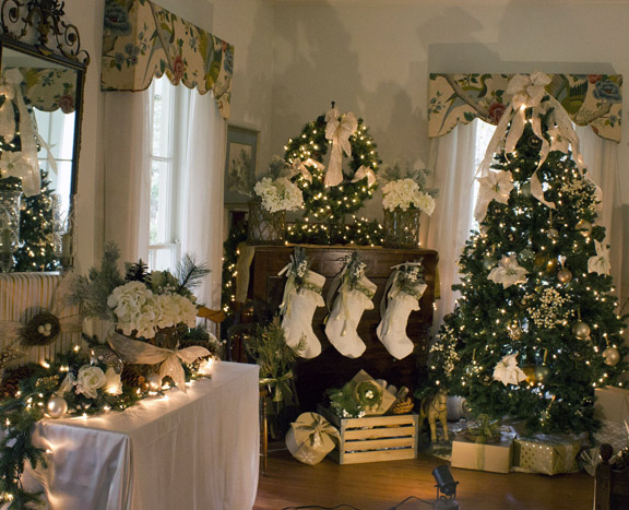 Historic Wesley House At Eden Gardens State Park Decorated
